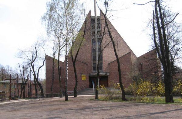 """Kościół pw. Podwyższenia Krzyża Świętego przy kopalni """"Wujek"""" na Brynowie"""