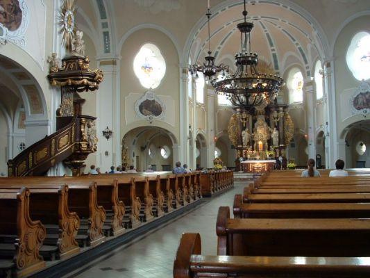 Parafia św. Anny w Janowie - wnętrze kościoła