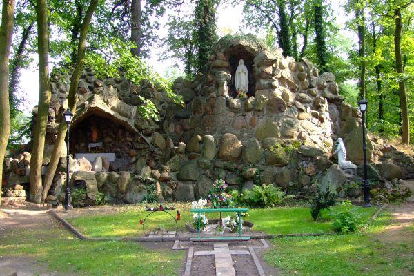 Grota Matki Boskiej z Lourdes w Lublińcu