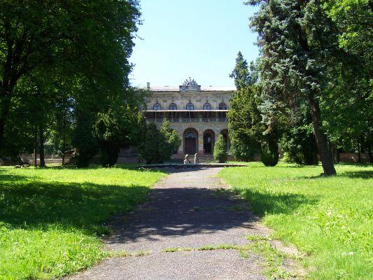 Park przy zamku w Pilicy