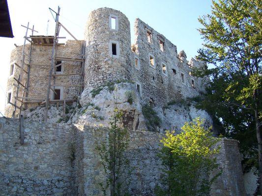 Zamek Bobolice w lipcu 2007 - odbudowa trwa