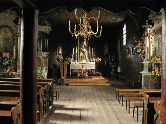 Wnętrze drewnianego kościoła św. Wawrzyńca w Chorzowie