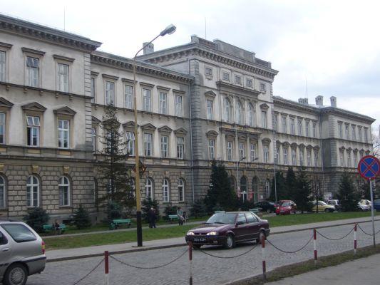 Gmach szkół średnich przy ul. Słowackiego w Bielsku-Białej - Dolne Przedmieście