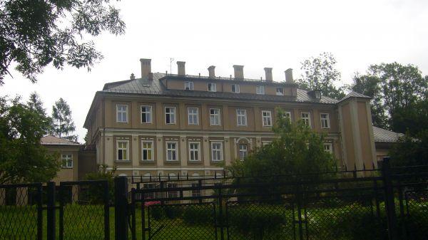 Tylna elewacja Dworu Lipnickiego (obecnie klasztor Sióstr Córek Bożej Miłości) w Bielsku-Białej