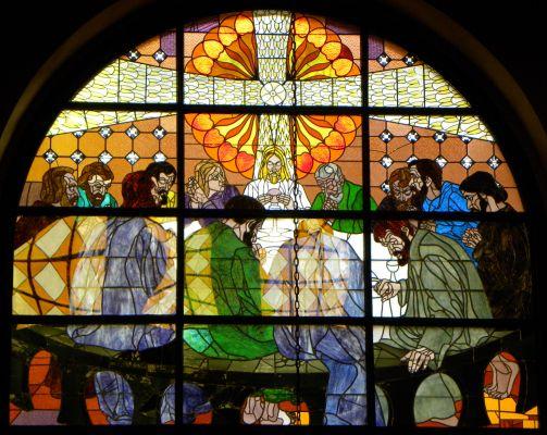 Witraż przedstawiający Ostatnia Wieczerze w katedrze w Bielsku-Białej
