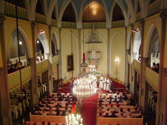 Wnętrze kościoła Zbawiciela w Bielsku-Białej – widok z chóru
