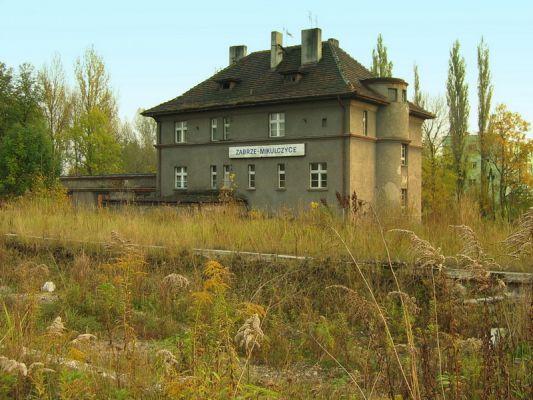 Budynek dworcowy nieczynnej stacji Zabrze Mikulczyce