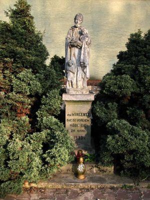 Pomnik św. Wincentego przy kościele św.Barbary w Dąbrowie Górniczej