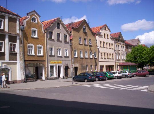 Kamienice na rynku w Mirsku