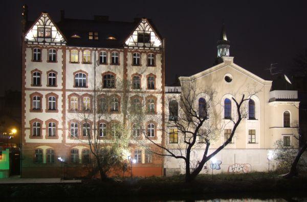 Stara Synagoga w Opolu w nocy