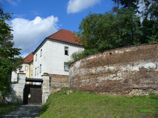 Zamek i resztki murów miejskich w Prószkowie