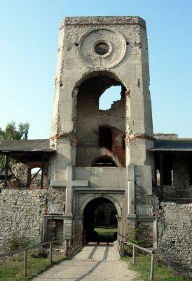 Ruiny zamku Krzyżtopór w Ujeździe, brama wjazdowa