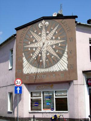 Zegar słoneczny na Rynku w Jędrzejowie
