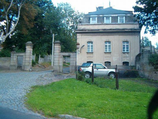Brama wjazdowa. Pałac w Krowiarkach