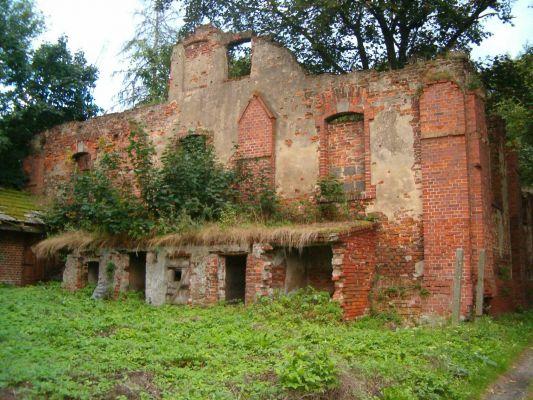 Pałac w Krowiarkach - Ruiny ujeżdżalni