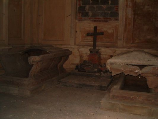 Sarkofagi. Mauzoleum w Krowiarkach.