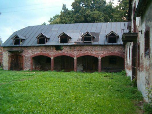 Wozownia. Pałac w Krowiarkach.