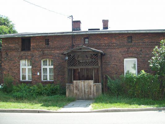 Dom z pocz. XX wieku z herbem górniczym nad wejściem, Katowice Piotrowice ul. Wojska Polskiego