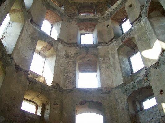 Zamek Krzyżtopór w Ujeździe, widok jednej z baszt od wewnątrz.