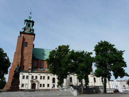 Archikatedra Gnieźnieńska i pomnik Bolesława Chrobrego