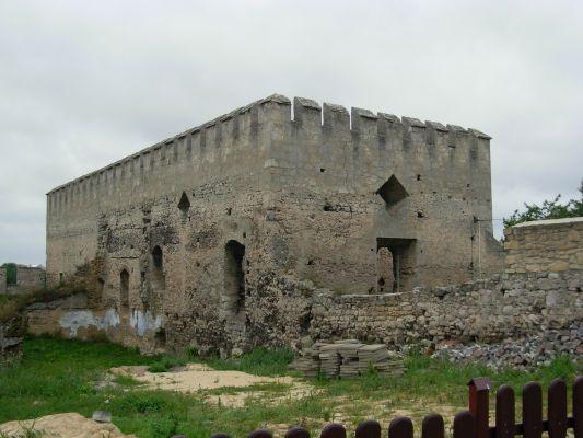 Ruiny budynku mieszkalnego zamku w Szydłowie