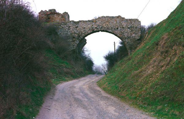 Ossolin, pozostałości zamku