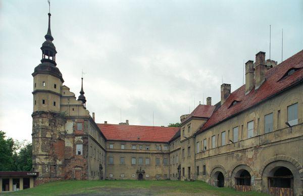 Zamek w Głogówku - dziedziniec