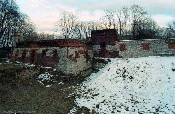 Zamkowe mury obronne w Pilicy