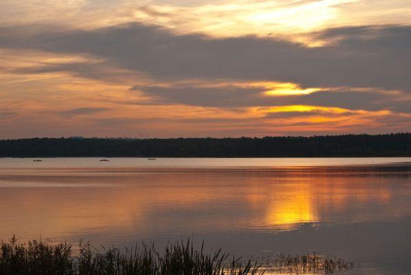 Wschód słońca nad Jeziorem Świerklanieckim