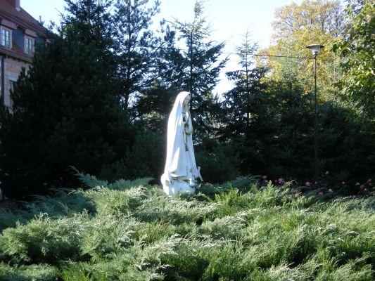 Klasztor w Górce Klasztornej - figura Matki Bożej