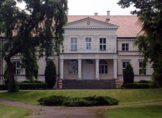Pałac rodziny Janta-Połczyńskich we wsi Mała Komorza