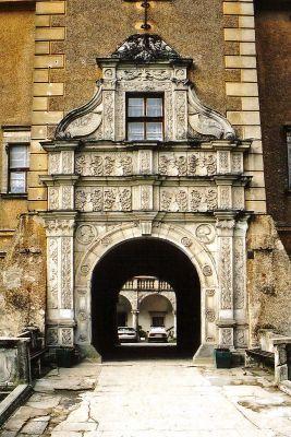Zamek w Płakowicach - portal