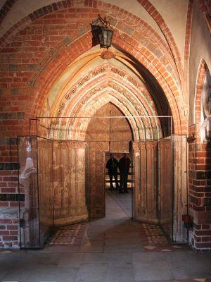 """Malbork, portal do kościoła zamkowego NMP na Zamku Wysokim, tzw. """"Złota Brama"""""""
