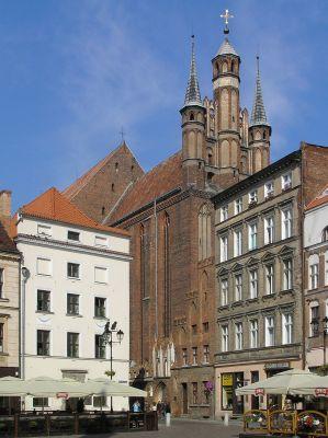 Toruń, kościół Wniebowzięcia NMP, od strony Rynku Staromiejskiego
