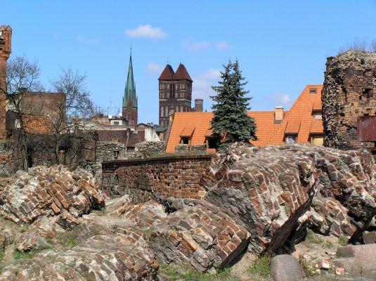 Toruń, ruiny wieży głównej zamku krzyżackiego