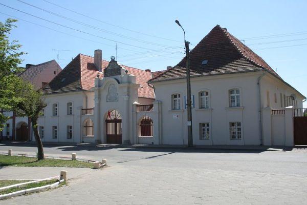 Trzemeszno, dawny alumnat przy pl. Kosmowskiego, zbudowany w XVIII w