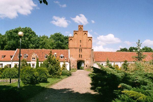 Zamek Bierzgłowski - główna brama i podzamcze