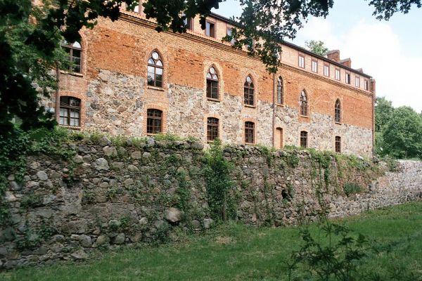 Zamek krzyżacki w Zamku Bierzgłowskim, skrzydło południowe i fosa