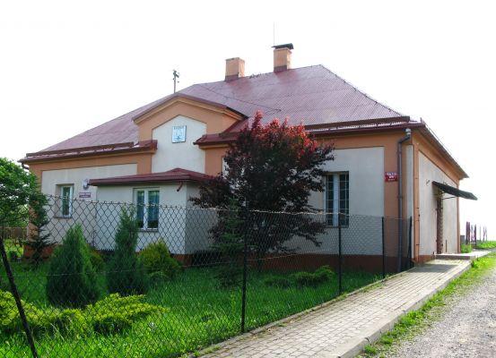 Przedszkole publiczne i biuro sołtysa w Bielowicku
