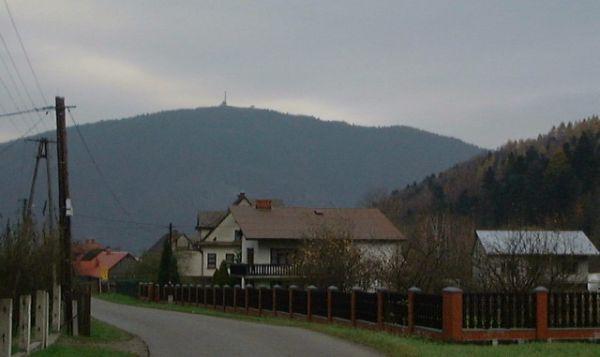 Międzybrodzie Bielskie - widok na górę Żar