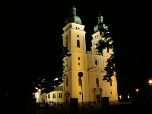 Piła - Kościół św Rodziny nocą