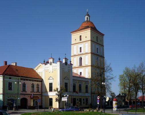Rynek, ratusz i wieża w Leżajsku