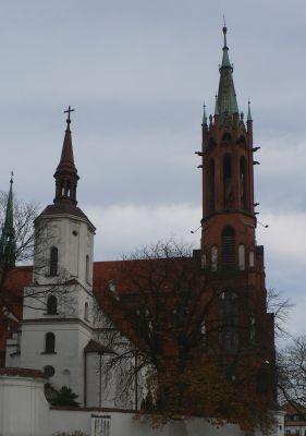 Stary (z przodu) i nowy kościół bazyliki archikatedralnej w Białymstoku