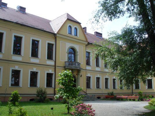 Barokowy pałac Leopolda von Bees w Lewinie Brzeskim