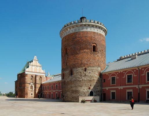Dziedziniec zamkowy w Lublinie – kaplica Trójcy Świętej i donżon z XIII wieku