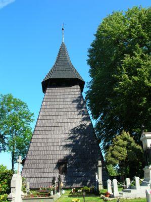Dzwonnica przy kościele we wsi Łąka
