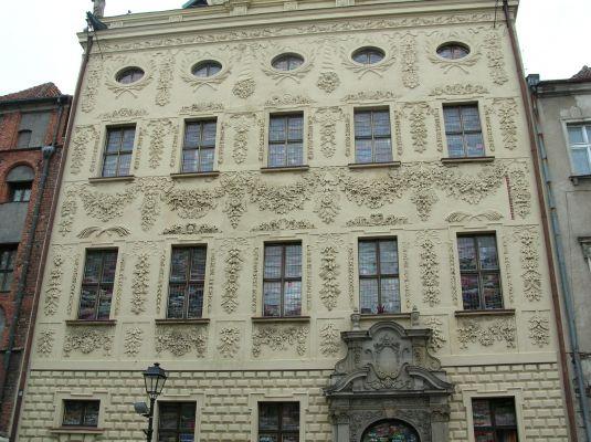Fasada Pałacu Dąmbskich w Toruniu