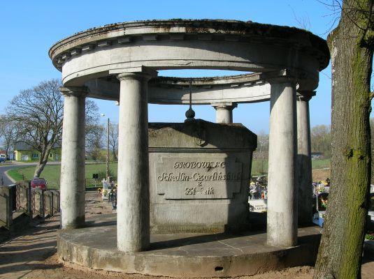 Grobowiec Schedlin-Czarlińskich na cmentarzu przy kościele pw. św. Doroty we wsi Rogowo