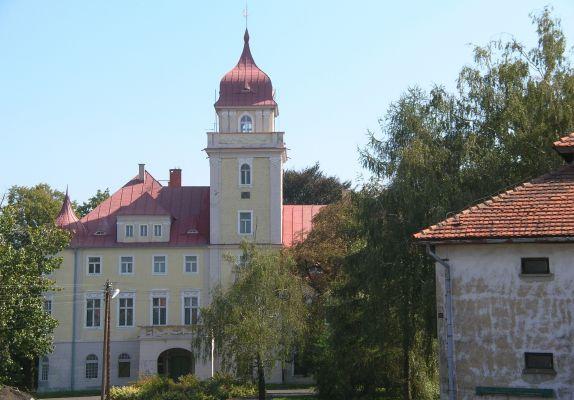 Pałac we wsi Dąbrówka Górna