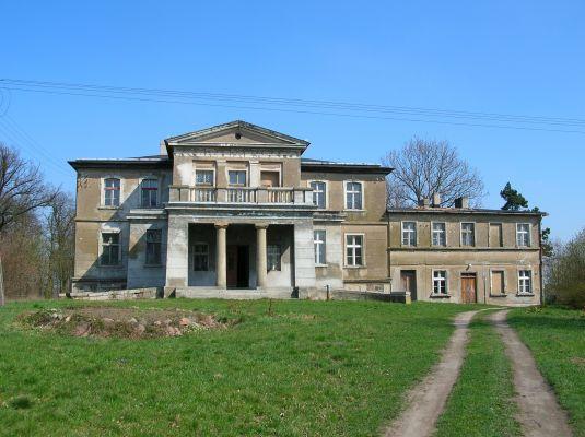 Pałac we wsi Lachmirowice